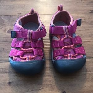Keen - pink toddler sandals size 6 EUC!